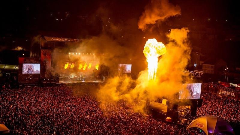 El espect culo de rammstein pasa a la historia del for Espectaculo historia del rock