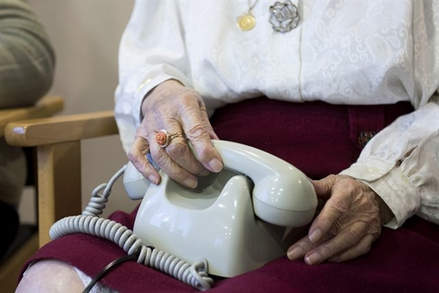 Ancianatelefono