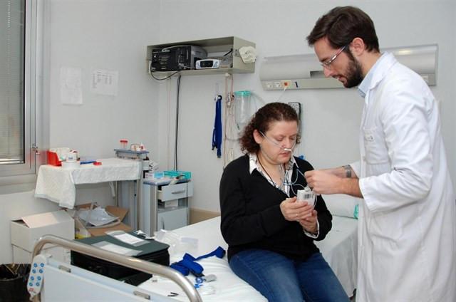 Gripeinfeccionrespiratoriamedicopacientecamillaambulatorio