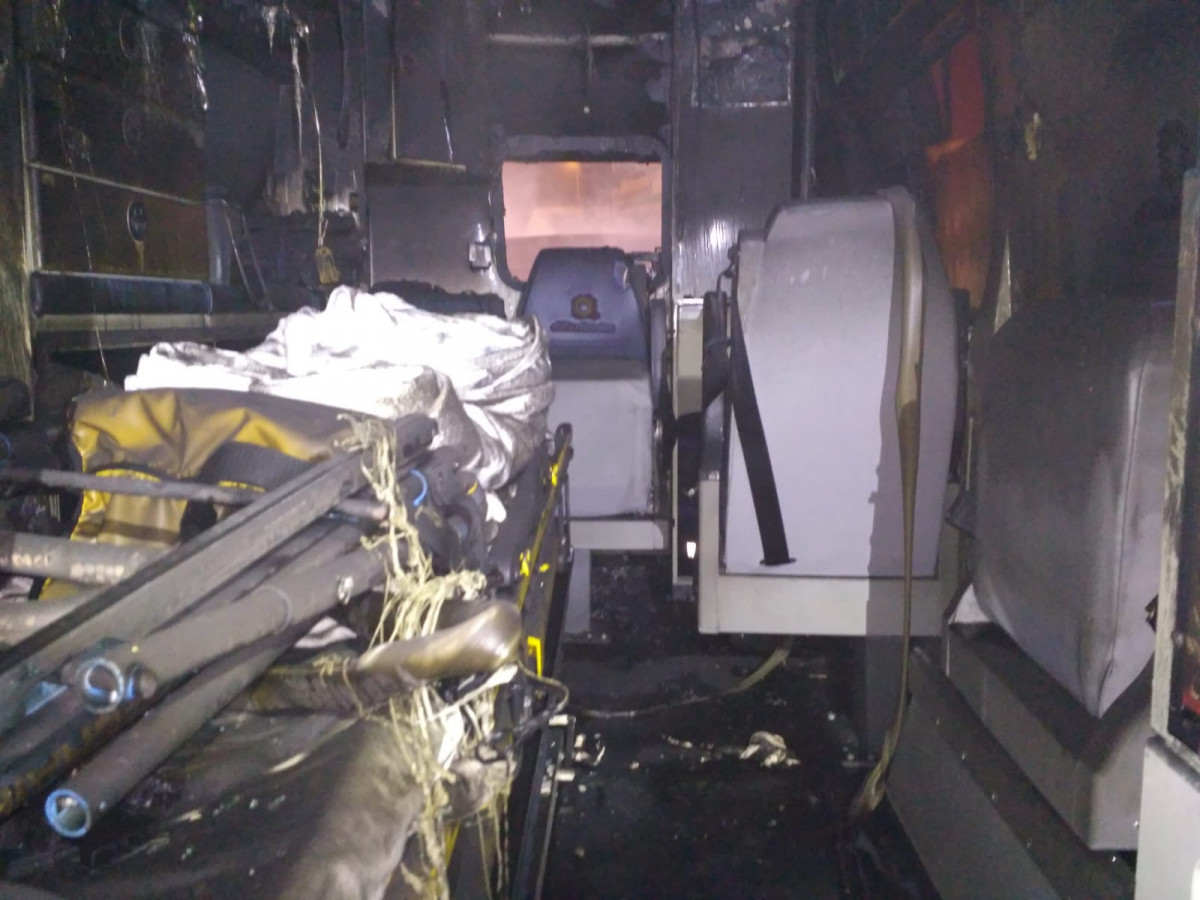 INTERIOR AMBULANCIA QUEMADA