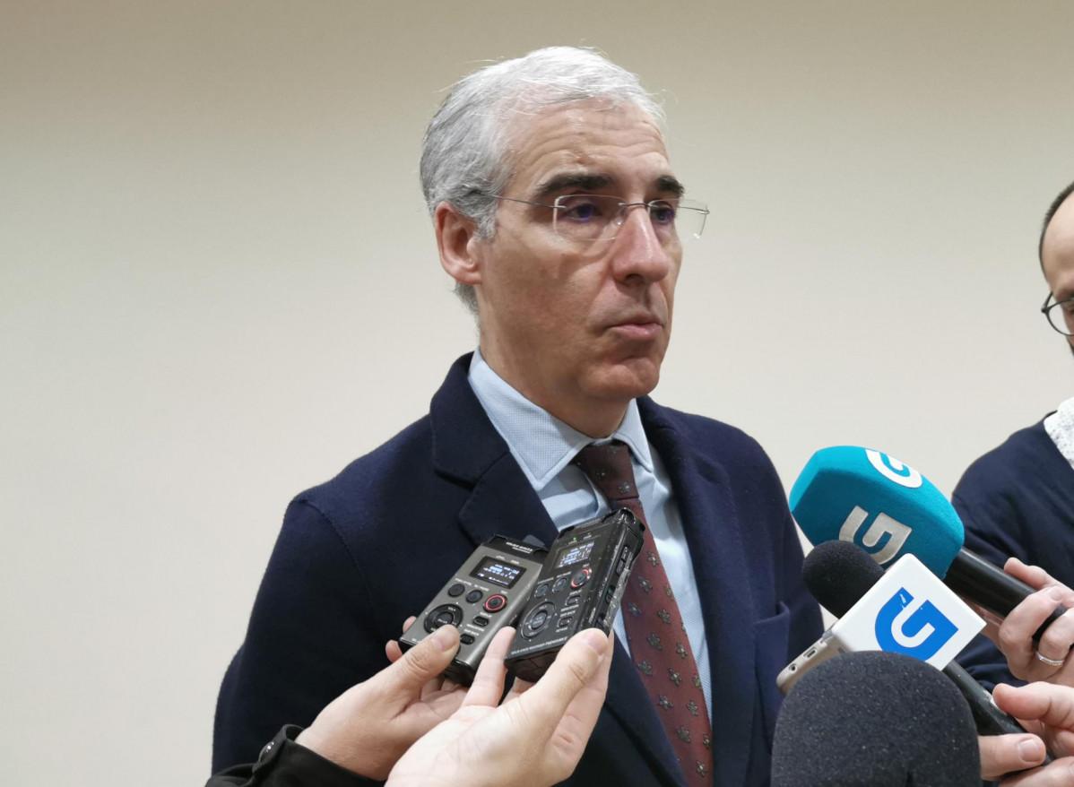 El conselleiro de Economía, Emprego e Industria, Francisco Conde, en declaraciones a los medios.