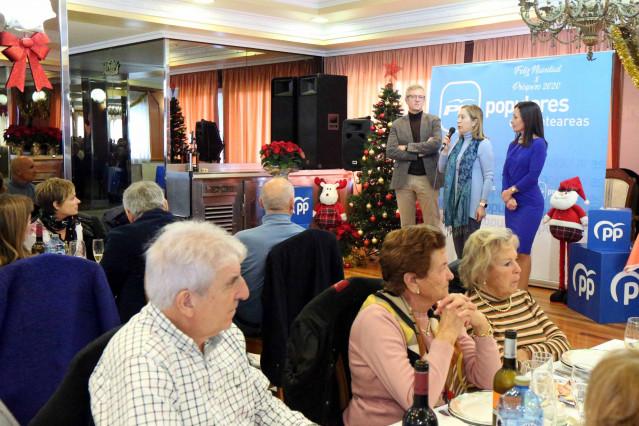 El presidente del PP de Pontevedra, Alfonso Rueda, la número 2 por Madrid, Ana Pastor, y la portavoz municipal, Belén Villar, en una comida de Navidad con simpatizantes.