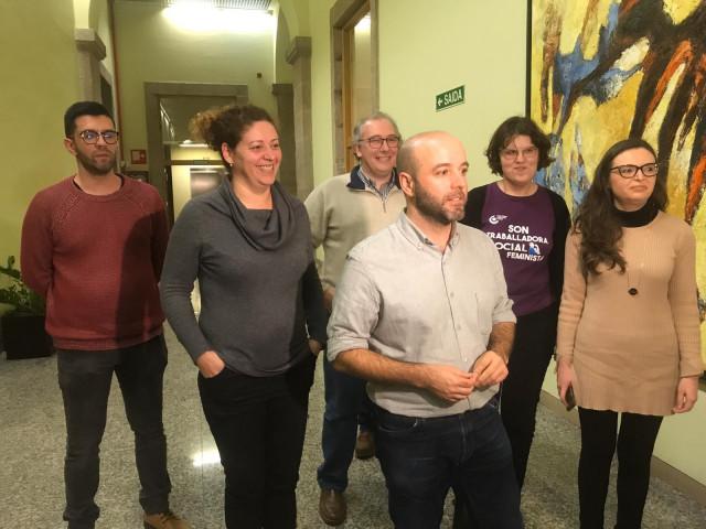 Luís Villares con miembros de la Coordinadora de En Marea sobre las elecciones autonómicas convocadas para el 5 de abril