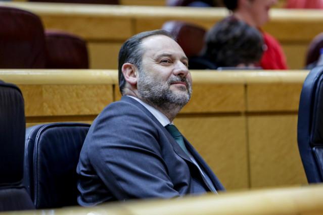 El ministro de Transportes, Movilidad y Agenda Urbana, José Luis Ábalos, en el Senado.