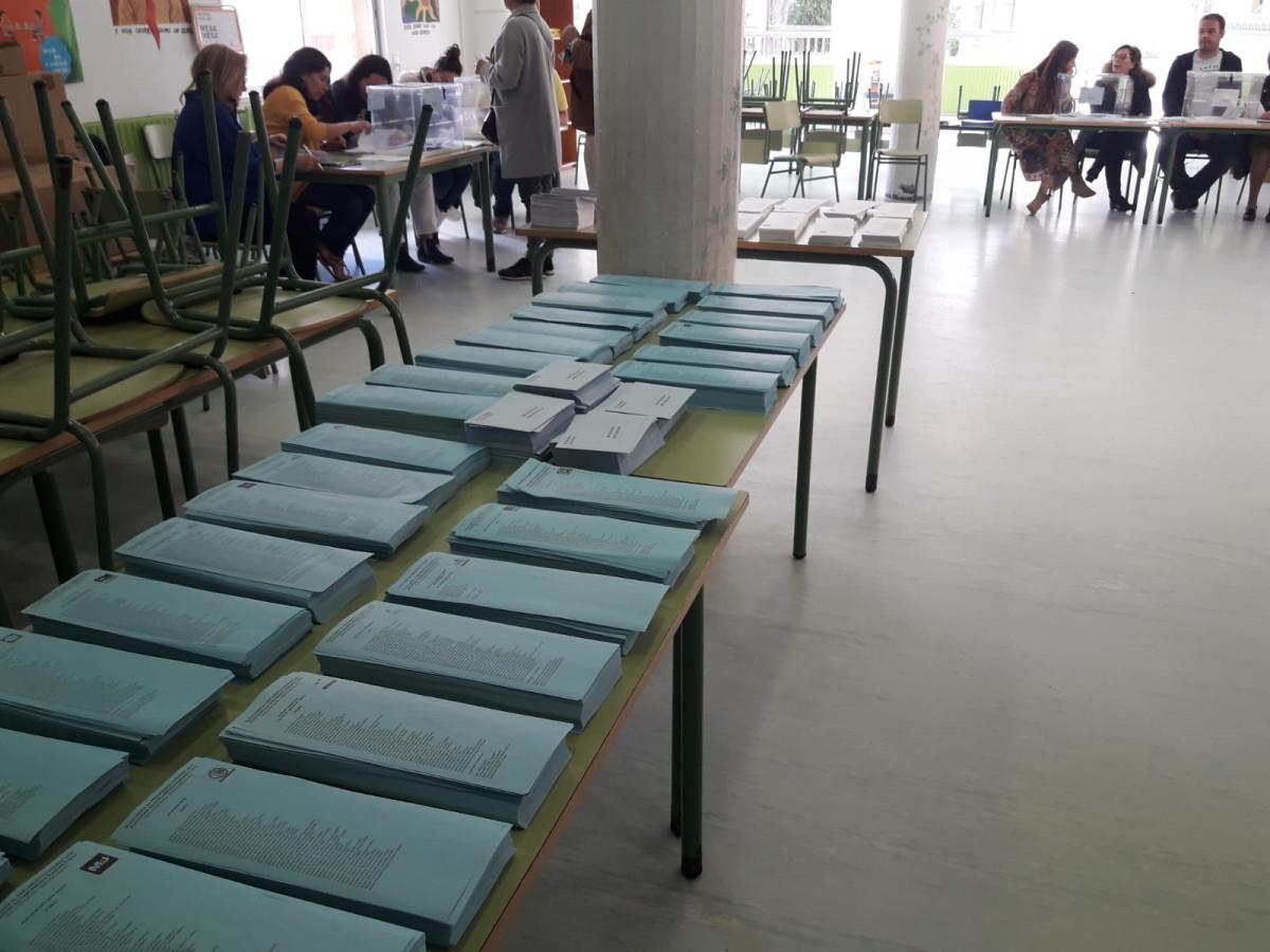 Papeletas. Votaciones. Colegio Electoral. Elecciones municipales y europeas del 26 de mayor de 2019. Colegio CEIP Cruceiro de Canido. Ferrol (A Coruña).