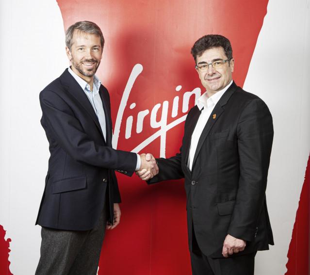 Josh Bayliss, CEO del Grupo Virgin, y José Miguel García, CEO del Grupo Euskaltel