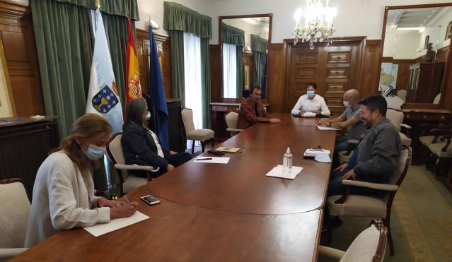 Reunión del comité de empresa de Alu Ibérica de A Coruña con la subdelegada del Gobierno en A Coruña