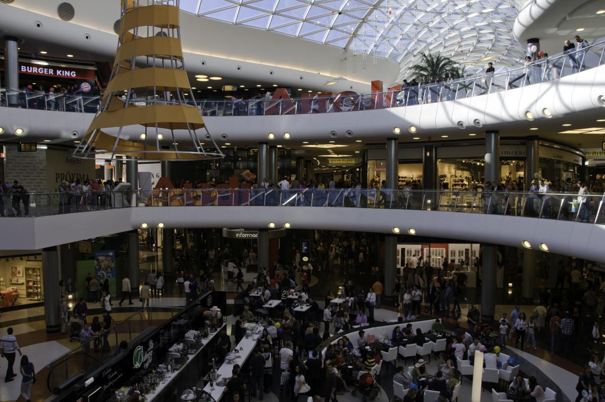 Marineda City ahorra en vigilantes en plena pandemia, denuncia USO y contraargumenta el centro comercial