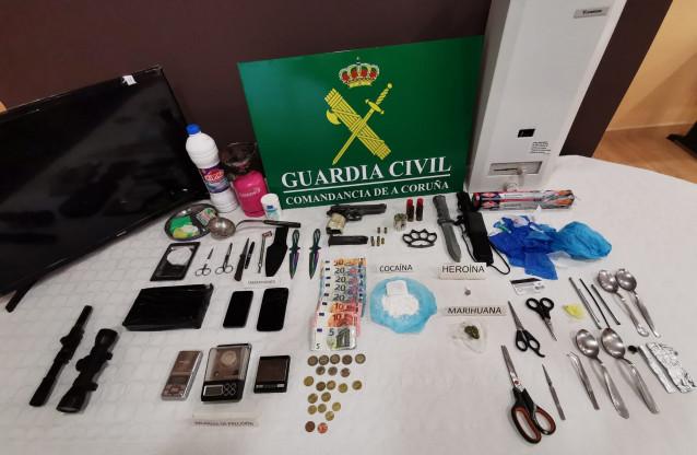 Detenido un vecino de A Pobra (A Coruña) y desarticulado un punto de venta de drogas.