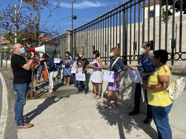 Protesta de los trabajadores de residencias de Política Social ante la Xunta.