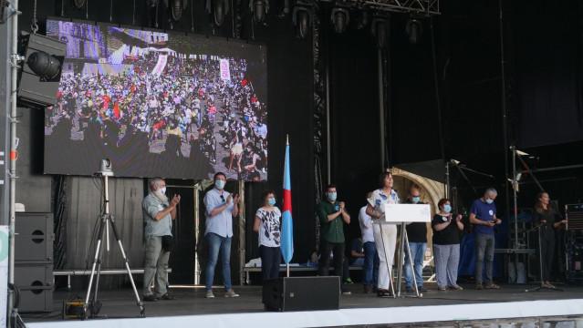 La portavoz nacional del BNG, Ana Pontón, interviene en la Praza da Quintana de Santiago frente a un millar de personas para celebrar el 25 de julio, Día Nacional de Galicia.
