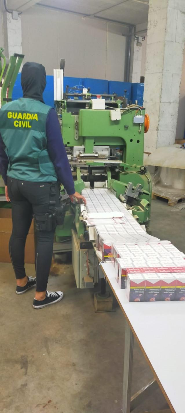 Imagen de una de las instalaciones de producción ilegal de tabaco del grupo organizado desarticulado en la operación 'Straperlo'