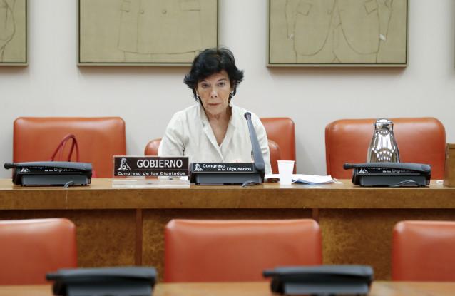 La ministra de Educación, Isabel Celaá, en el Congreso