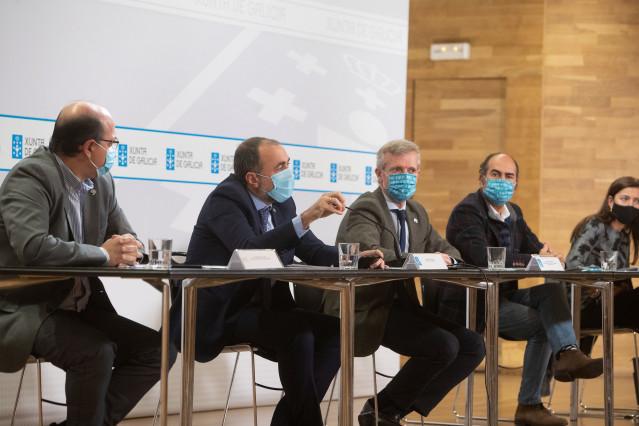 Reunión de representantes de la Xunta con el Clúster del Turismo.