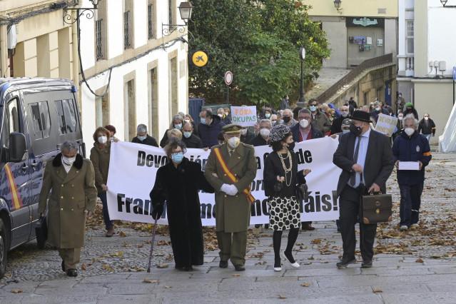 Un grupo de actores encabeza una marcha cívica para pedir la
