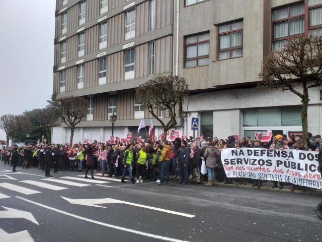 Concentración rfrente al Parlamento gallego contra el cierre del paritorio de Verín (Ourense).