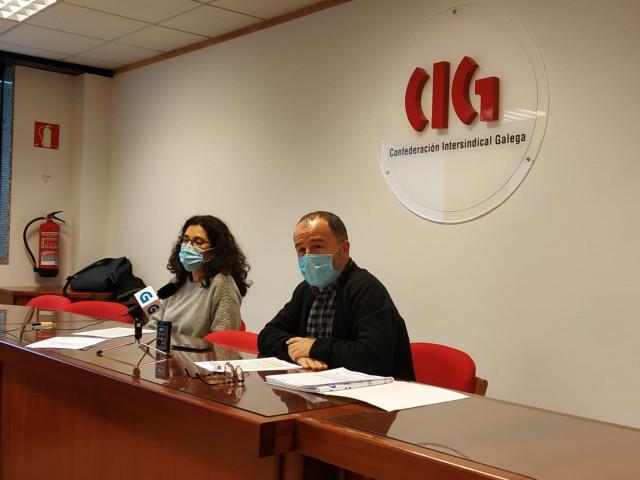 Zeltia Burgos y Suso Bermello (CIG) en rueda de prensa