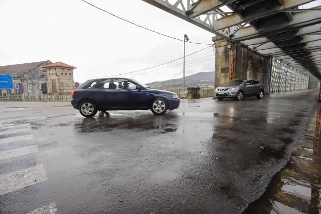 Vehículos en la frontera Galicia-Portugal zona da Ponte Internacional Tui-Valença, en Pontevedra, Galicia (España), a 4 de diciembre de 2020.