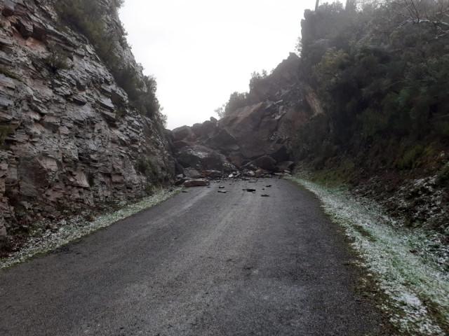 Desprendimiento en la carretera de Becerreá