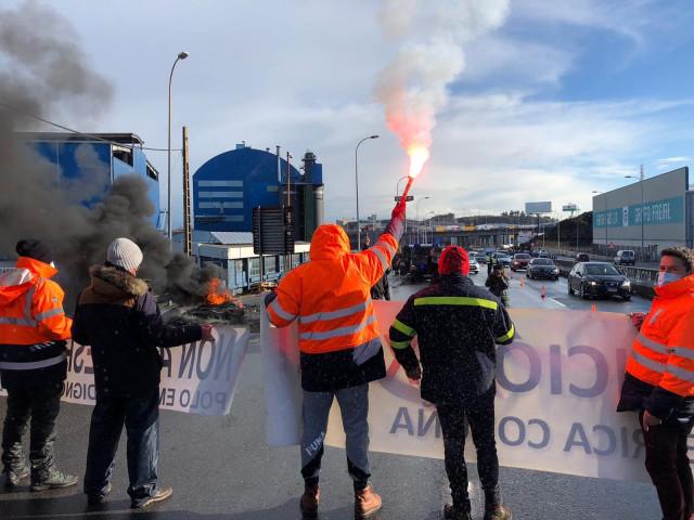 Protesta de trabajadores de Alu Ibérica en A Coruña