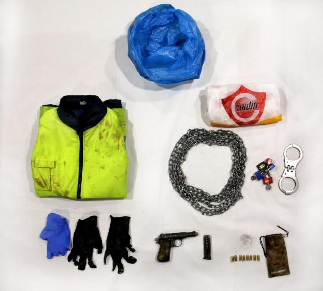 Material incautado al detenido por el crimen de Oza-Cesuras