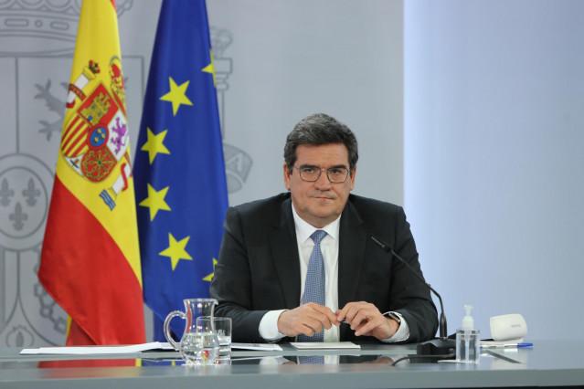 El ministro de Inclusión, Seguridad Social y Migraciones, José Luis Escriváinterviene durante la rueda de prensa posterior al Consejo de Ministros, en el Complejo de la Moncloa, en Madrid (España), a 2 de febrero de 2021.  El Consejo de Ministros ha aprob
