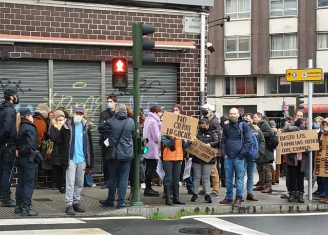 Negacionistas del coronavirus protestas ante la Cámara