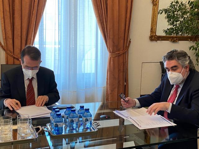 Encuentro entre el presidente de la FEMP y el ministro de Cultura y Deporte.