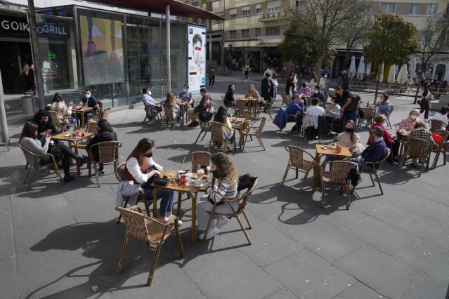 Archivo - Terrazas de restaurantes en Santiago de Compostela.