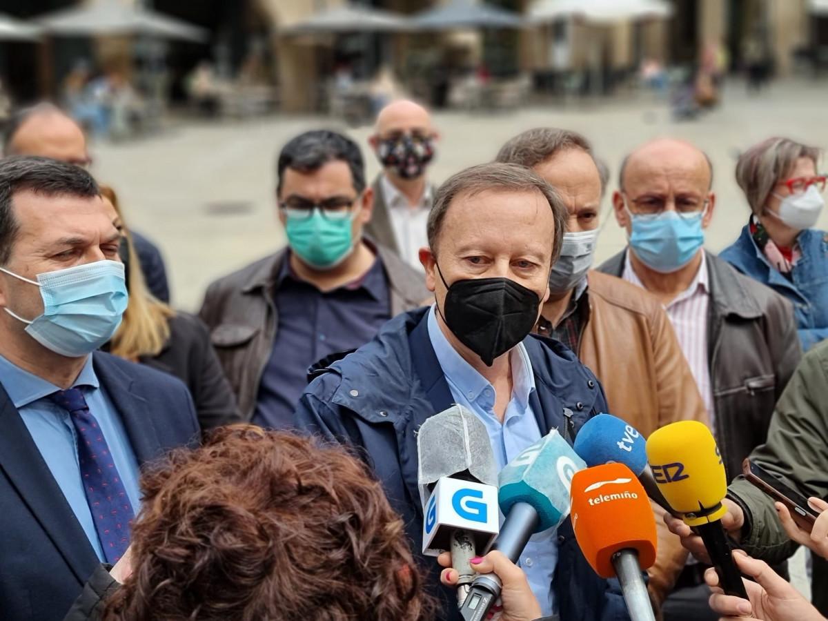 Caballero y Villarino atendiendo hoy a a la prensa en Ourense