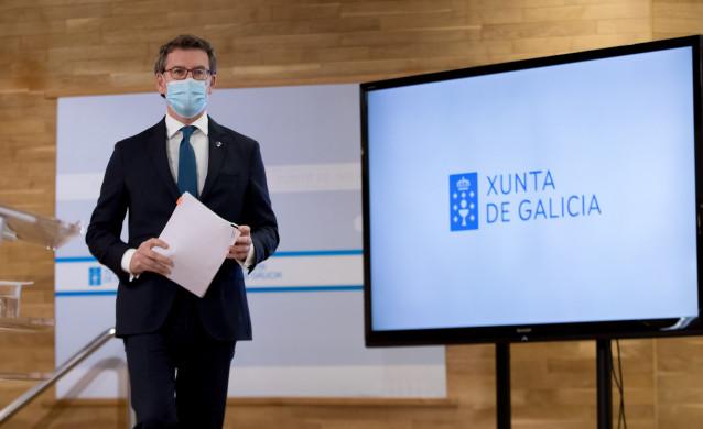 Archivo - El presidente de la Xunta, Alberto Núñez Feijóo, antes de comparecer en rueda de prensa
