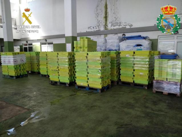 Sardinas intervenidas en Porto do Son (A Coruña) por exceder el tope de capturas y ser cogidas fuera del horario para faenar autorizado.