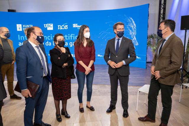Alberto Núñez Feijóo, acompañado del conselleiro de Cultura, Educación e Universidade, Román Rodríguez, presenta el Proxecto Nós de inteligencia artificial para el gallego.