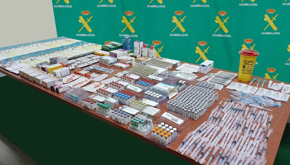 Archivo - Medicamentos incautados por la Guardia Civil.