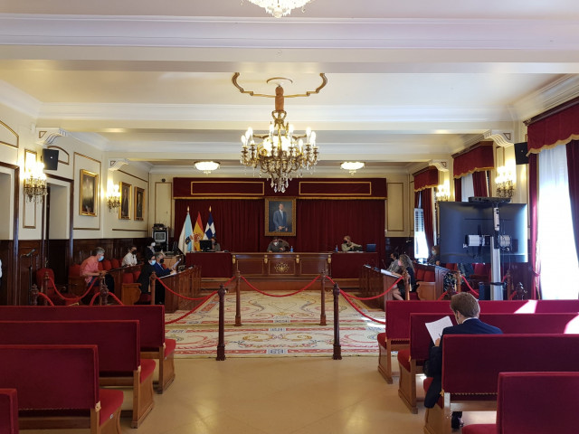 Pleno del Ayuntamiento de Ferrol celebrado de manera presencial y telemática.