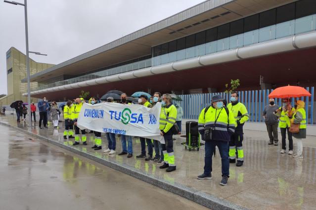 Trabajadores de Tussa se concentran ante la intermodal de Santiago