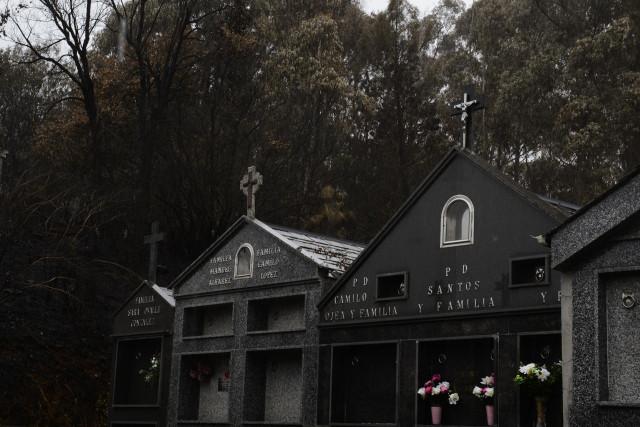 Cementerio de la parroquia de Rairós, perteneciente al municipio de Ribas de Sil, a 9 de septiembre de 2021, en Ribas de Sil, Lugo, Galicia (España). El incendio declarado en la parroquia de Ribas de Sil del municipio homónimo fue dado por controlado a la