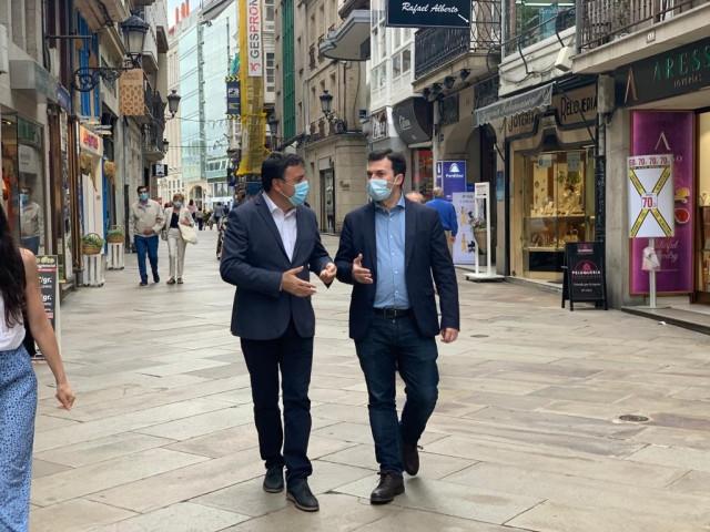 Archivo - El secretario xeral del PSdeG, Gonzalo Caballero, con su homólogo en la provincia de A Coruña y presidente de la Diputación, Valentín González Formoso