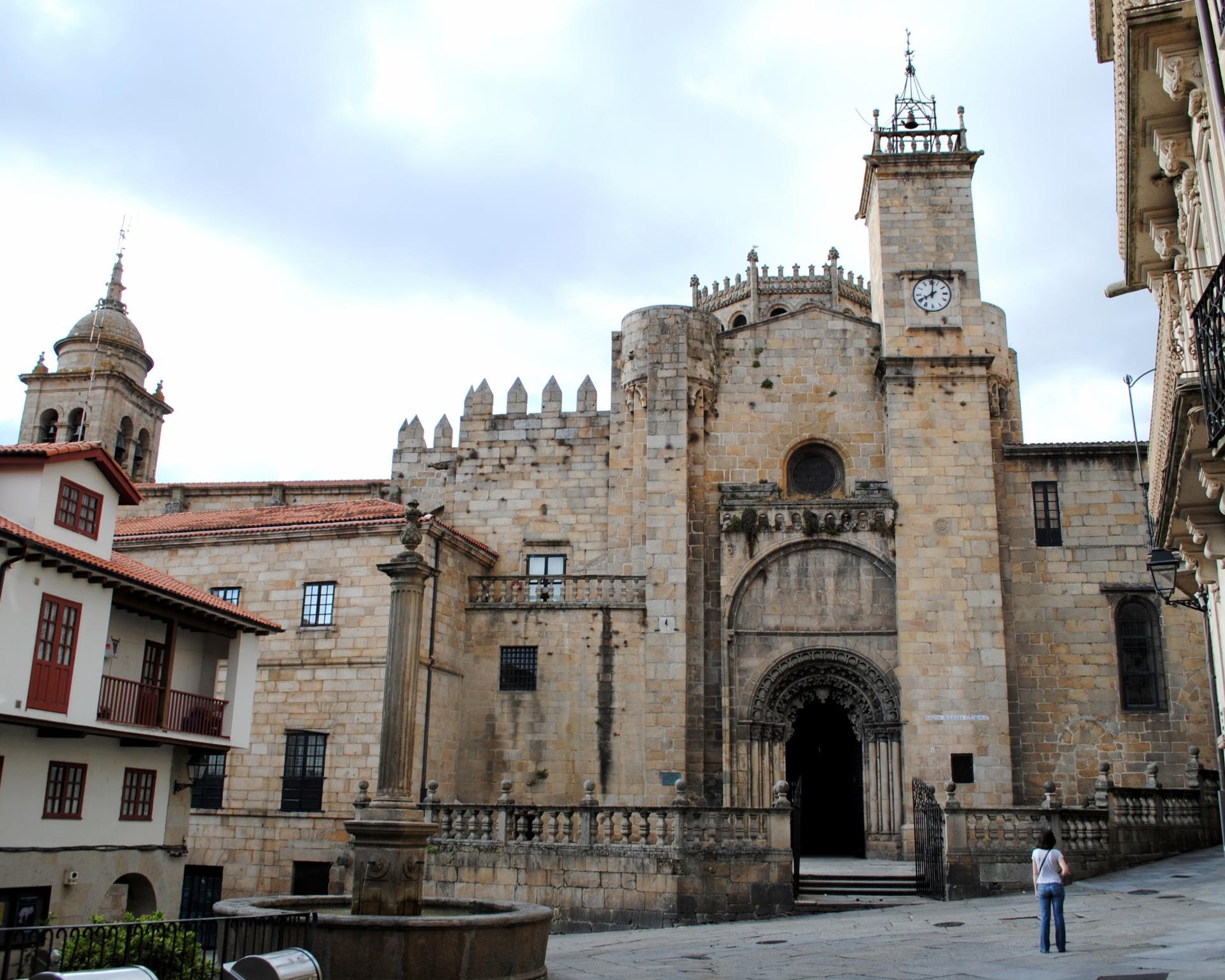 A catedral de Ourense comeza a cobrar